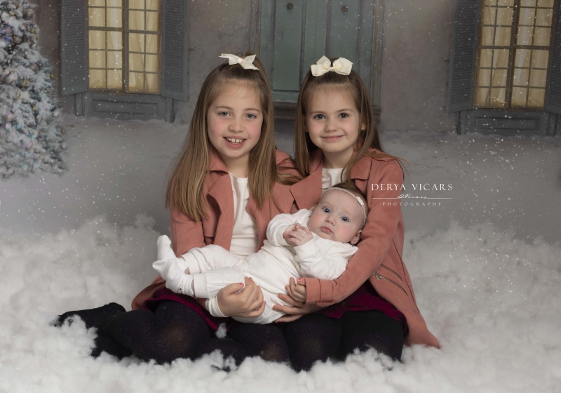 3 children enjoying a Christmas photoshoot in Heswall, Wirral